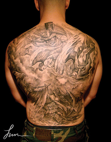 full back tattoo of angels and devils fighting hollywoodstarstattoo 39 s blog. Black Bedroom Furniture Sets. Home Design Ideas